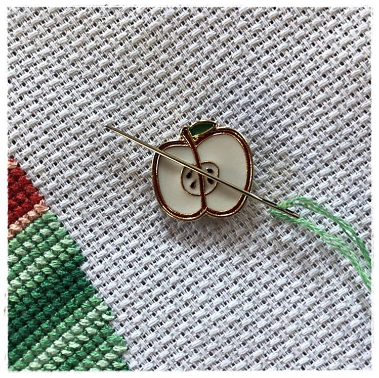 Magnetic Needle Minder Apple
