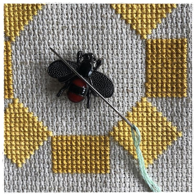 Magnetic Needle Minder Black Bee