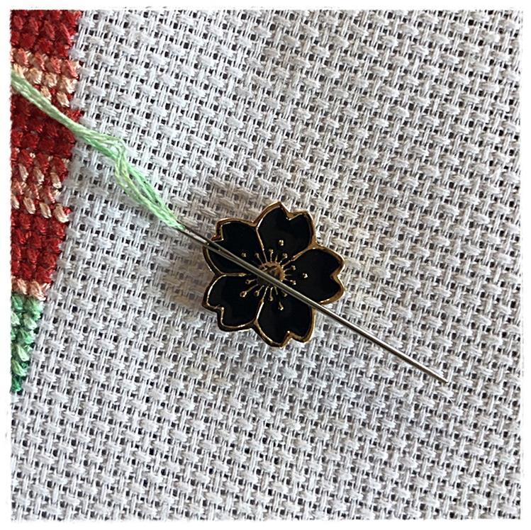 Magnetic Needle Minder Black Flower
