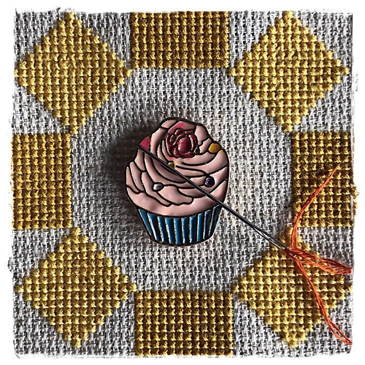 Magnetic Needle Minder Cupcake