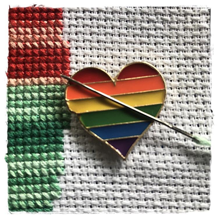Magnetic Needle Minder Rainbow Heart